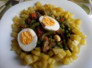 Menestra de verduras con jamón y longaniza